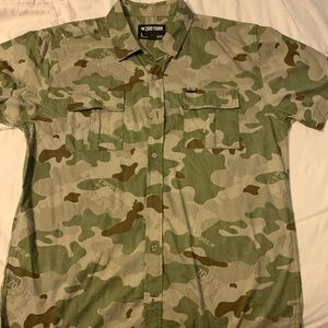 Zoo york BNWOT. Short sleeve Camo button down